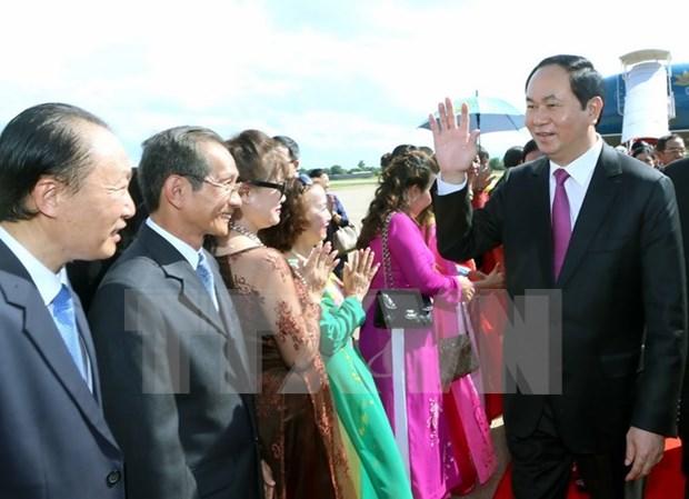 越南国家主席陈大光与旅居老挝占巴塞省越南人社群会面 hinh anh 1