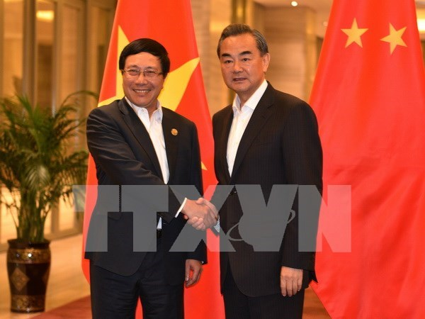 越南政府副总理兼外交部长范平明会见中国外交部长王毅 hinh anh 1