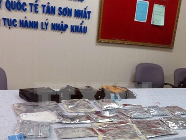 胡志明市新山一国际机场海关继续查获非法运输毒品案件 hinh anh 1