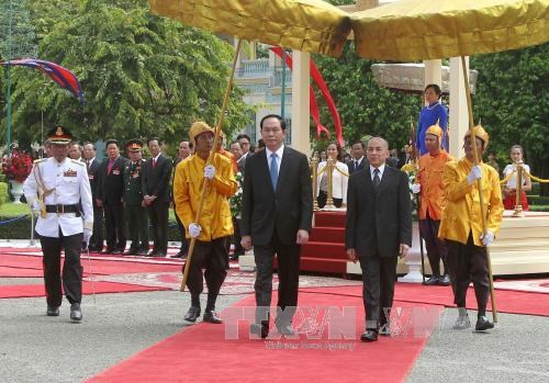 柬埔寨举行隆重仪式 热烈欢迎陈大光主席和夫人访柬 hinh anh 1