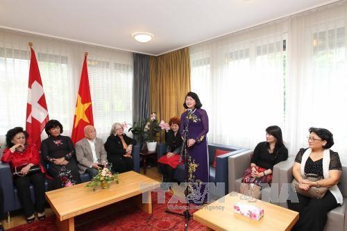 越南国家副主席邓氏玉盛对瑞士进行工作访问 hinh anh 4