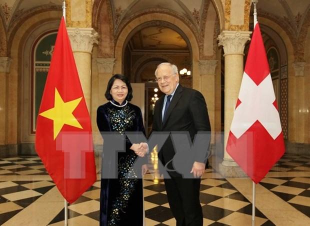 越南国家副主席邓氏玉盛对瑞士进行工作访问 hinh anh 1