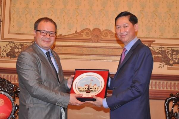 罗马尼亚高度评价越南胡志明市在越罗关系中的作用 hinh anh 1