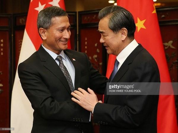 新加坡外长维文:新加坡愿做中国与东盟的桥梁 hinh anh 1