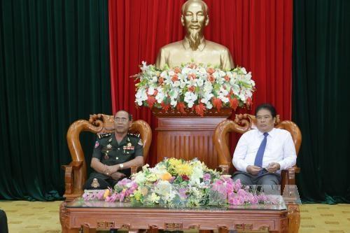 越南西南部事务指导委员会会见柬埔寨皇家武装部队警卫司令部代表团 hinh anh 1