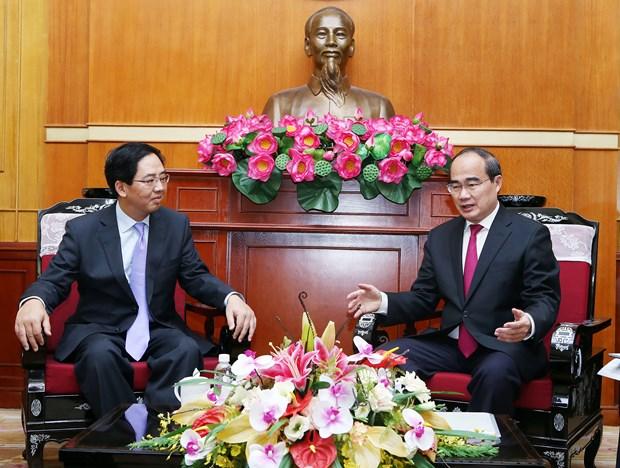 越南祖国阵线中央会员会主席会见中国驻越大使 hinh anh 1