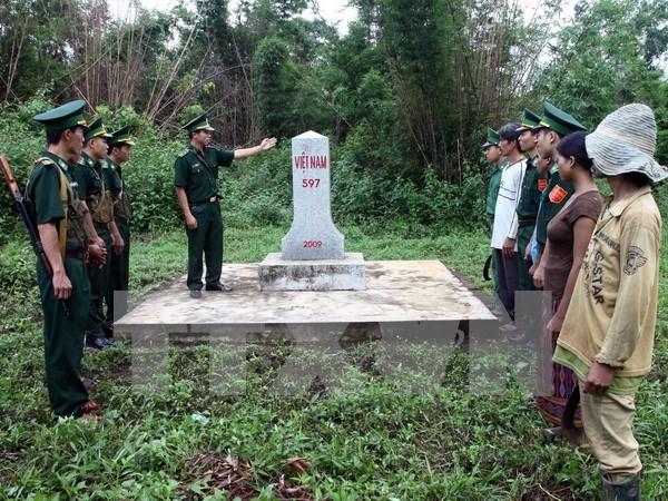 越南广治省与老挝两省完成界碑增密加固工作 hinh anh 1