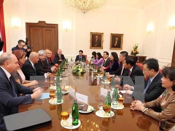 越南共产党与捷克和摩拉维亚共产党加强合作 hinh anh 1