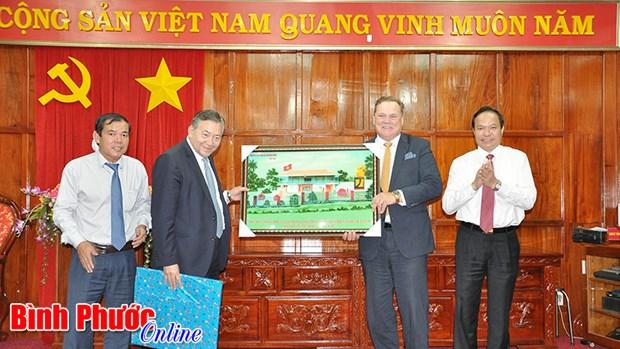 加拿大金融企业希望向越南平福省企业提供金融服务 hinh anh 1