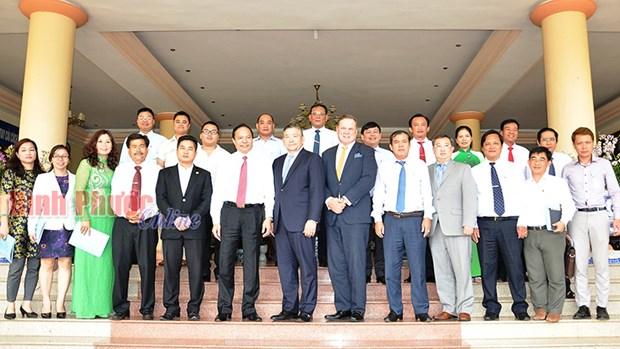 加拿大金融企业希望向越南平福省企业提供金融服务 hinh anh 2