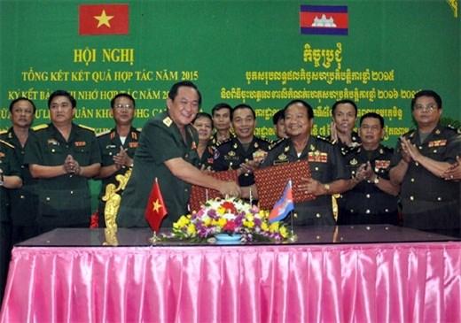 越南人民军第七军区与柬埔寨皇家军队各单位加强合作 hinh anh 1