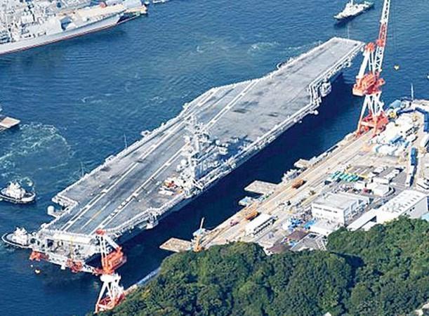 美海军双航母战斗群在菲律宾海展开演习 hinh anh 1