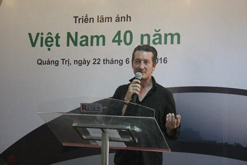 """""""越南40年""""图片展在广治省开展 hinh anh 1"""