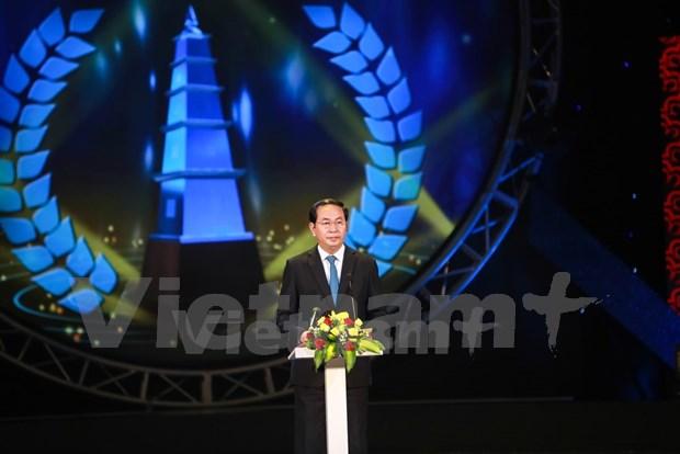 国家主席陈大光出席第十届国家新闻奖颁奖仪式 hinh anh 2