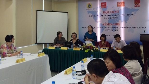 为越南女性移民劳动者提供法律协助研讨会在河内举行 hinh anh 1