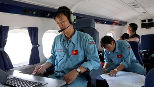 越南发现疑似失事CASA-212的一把金属座椅 hinh anh 1