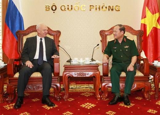 越南国防部和总参谋部领导人会见外国客人 hinh anh 1