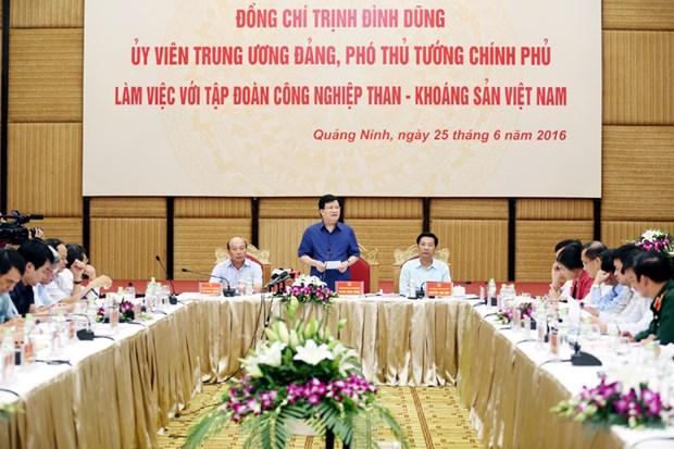 越南政府副总理郑廷勇与越南煤炭矿业集团领导举行工作会议 hinh anh 1