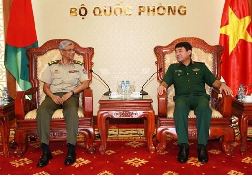 越南国防部和总参谋部领导人会见外国客人 hinh anh 2