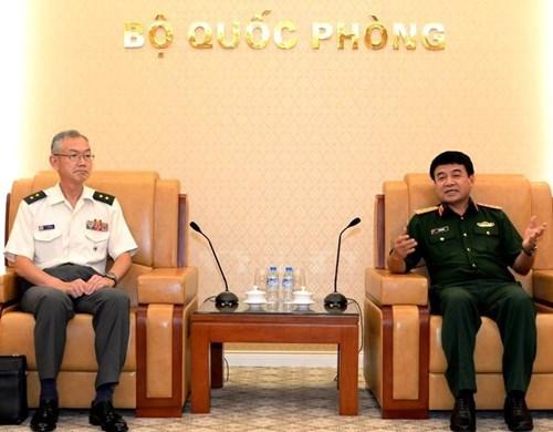 越南人民军队总参谋部领导会见日本防卫力量代表团 hinh anh 1