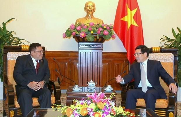 越南政府副总理范平明会见缅甸驻越南大使吴温莱 hinh anh 1