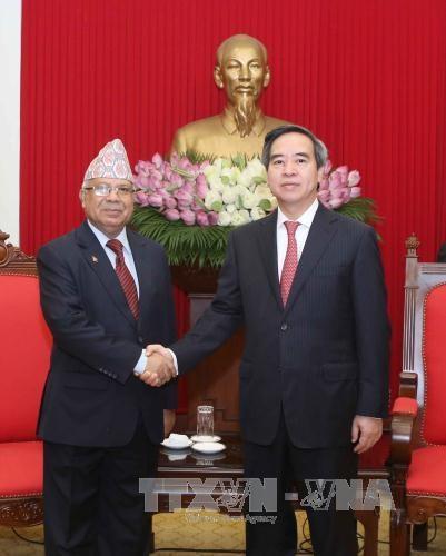 越共中央经济部部长阮文平会见尼泊尔共产党(联合马列)代表团 hinh anh 1