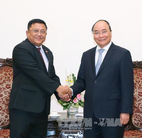 瑞典和缅甸驻越大使辞行拜会政府总理阮春福 hinh anh 2