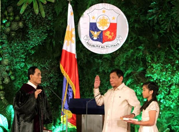 菲律宾新任总统杜特尔特宣誓就职 hinh anh 1