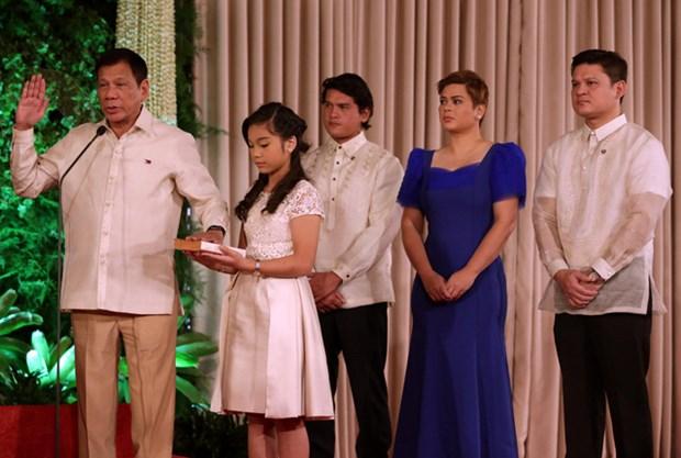 菲律宾新任总统杜特尔特宣誓就职 hinh anh 2