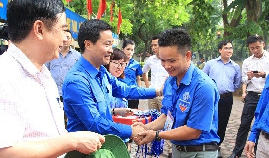 """越南首都青年在老挝首都展开""""携手青春共建友谊""""志愿服务活动 hinh anh 1"""