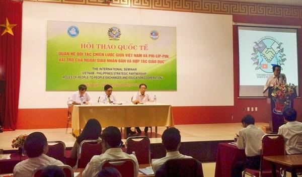 民间外交与教育合作对越菲战略伙伴关系发展起到重要作用 hinh anh 1