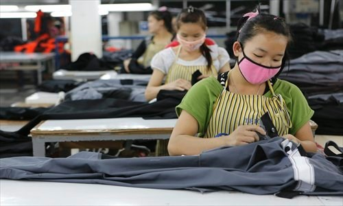 老挝首都万象为外国劳工发放临时就业许可证 hinh anh 1