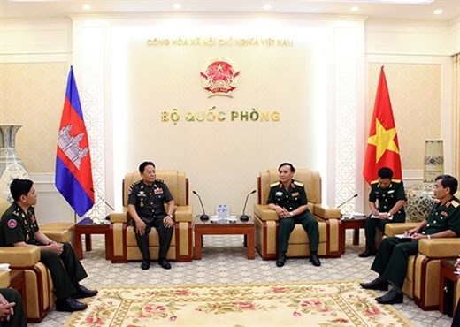越柬两军加强法制领域的合作 hinh anh 1