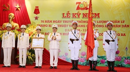 越南公安部技术装备及着装供应管理局荣获三级军功勋章 hinh anh 1