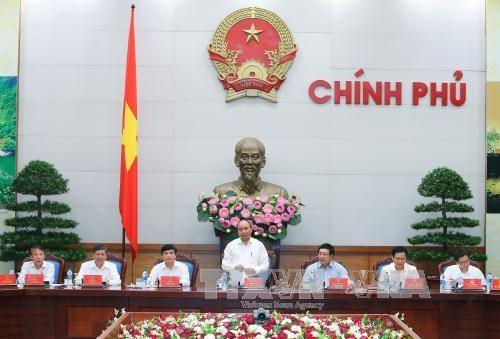 越南政府总理阮春福主持召开越南政府与越南劳动总联会的年度会议 hinh anh 1