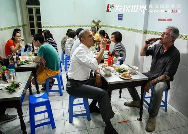 """河内年轻人品尝""""奥巴马烤肉米线""""的热潮 hinh anh 1"""