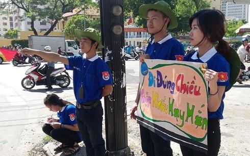 胡志明市10万多名青年志愿者参加2016年蓝色夏天志愿服务活动 hinh anh 1