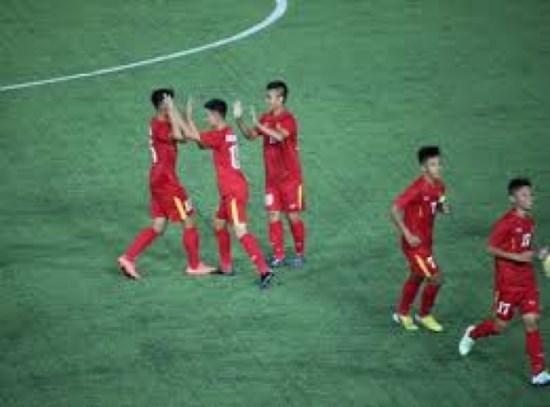 东南亚U16足球锦标赛:越南队取得开门红 hinh anh 1