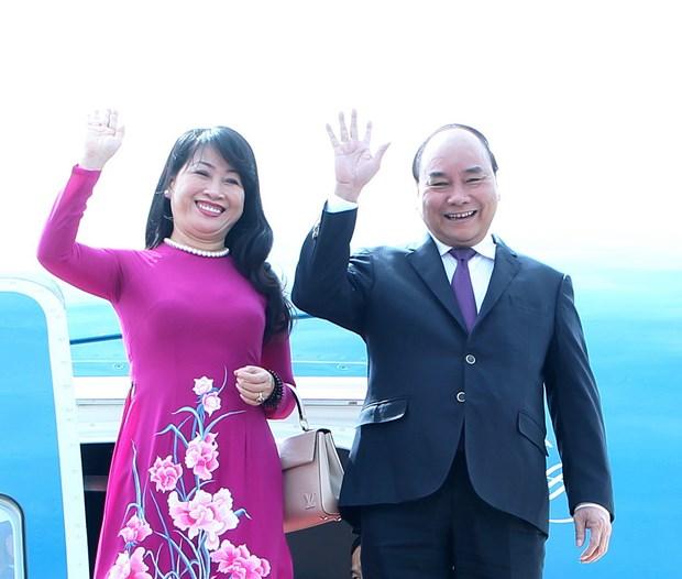 阮春福总理抵达蒙古首都乌兰巴托 开始对蒙古进行正式访问 hinh anh 1
