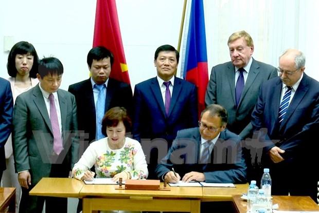 越捷政府间联合委员会第五次会议在捷克举行 hinh anh 1