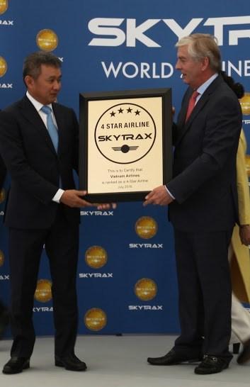 越南国家航空总公司荣获四星级航空公司认证证书 hinh anh 2