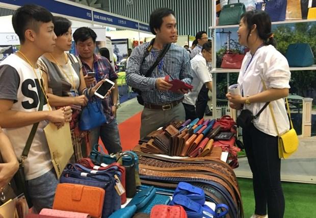 500多家企业参加2016年越南国际鞋类与皮革制成品展览会 hinh anh 1
