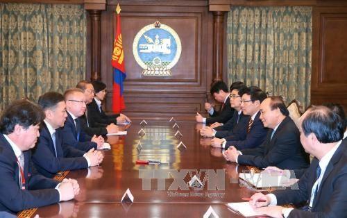 越南政府总理阮春福会见蒙古国国家大呼拉尔主席恩赫包勒德 hinh anh 2