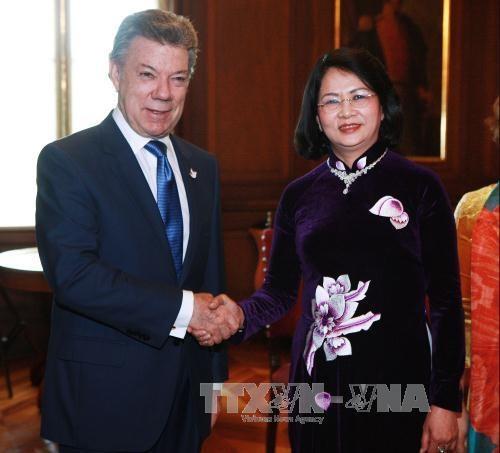 国家副主席邓氏玉盛对哥伦比亚进行正式访问 hinh anh 1