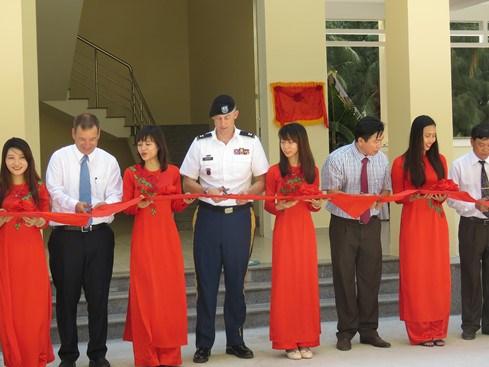 由美国提供援助的防灾减灾中心在越南富安省竣工投运 hinh anh 1
