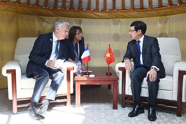 越南外交部长范平明在第十一届亚欧首脑会议进行各场双边会晤 hinh anh 1