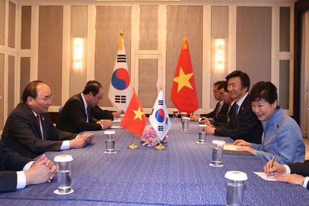 越南政府总理阮春福会见出席第十一届亚欧首脑会议的各国领导人 hinh anh 4