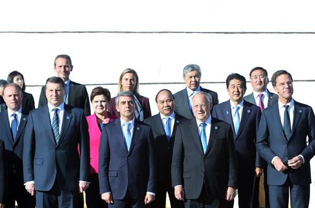 越南政府总理阮春福会见出席第十一届亚欧首脑会议的各国领导人 hinh anh 1