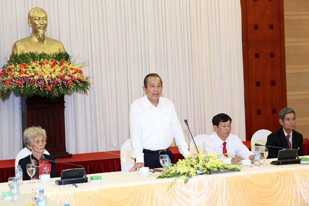 越南政府副总理张和平会见同塔省革命有功者代表团 hinh anh 1