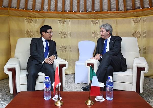 越南外交部长范平明在第十一届亚欧首脑会议进行各场双边会晤 hinh anh 2